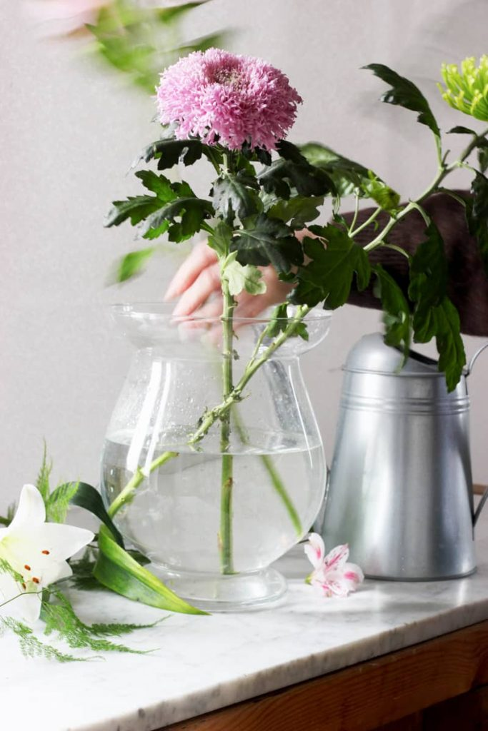 Avoid giving flowers because it will fluster the host