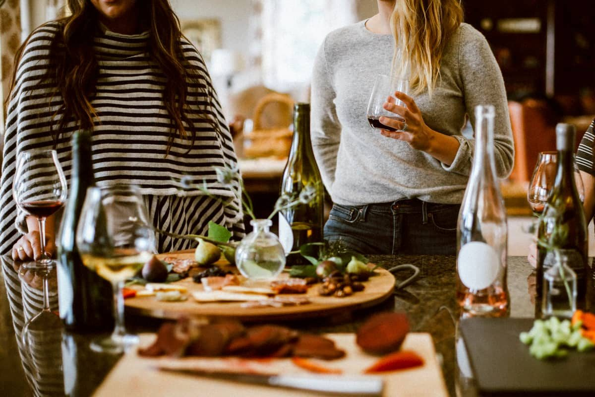 how to host a stress free dinner party cover image